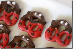 lady bug pretzels-How darling are these little guys?