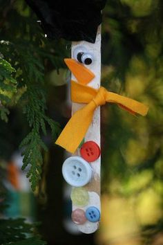 Craft stick snowman ornaments - how adorable is this???
