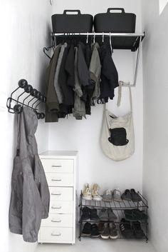 Renovated entry and black DIY hanger cabid para, cosi hous, esik, blog, diy, woon inspirati, entryway, black, entranc