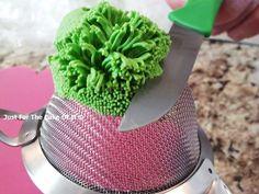 Fondant grass using a sieve - by JustForTheCakeOfIt @ CakesDecor.com - cake decorating website