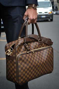 Louis Vuitton Men's Bag!! http://cheapestlouisvuittonsale.com/19-louis-vuitton-briefcase