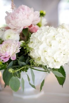 front gardens, flower bomb, table flowers, soft pink, simple centerpieces