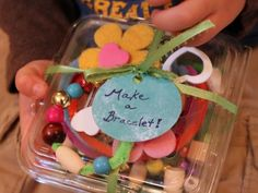 {Homemade Gift :: Bracelet making set} Berry containers are so perfect to make little craft kits as gifts. Check out this cute tutorial. *Such a sweet idea.