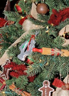 Easy ornaments: cookie cutters, cinnamon sticks and other cooking-themed ideas. More easy ornaments: http://www.midwestliving.com/holidays/christmas/easy-homemade-christmas-ornaments/page/16/0