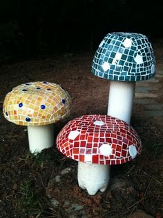 DIY Mosaic Mushrooms - Cute!