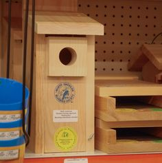 A North American Bluebird Society approved box!