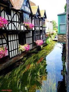 Canterbury, England. Travel in the United Kingdom and learn fluent English with the Eurolingua Institute http://www.eurolingua.com/english/homestay-uk-2