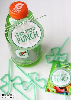 Pinch-Proof Potion for St. Patrick's Day - a FREE printable tag + a green drink and Shamrock straw! Gift idea for under $2