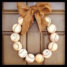 super cute baseball wreath for summer!