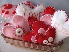 holiday, valentine crafts, felt hearts, button, amber, alice in wonderland, craft idea, felt craft, felt valentin
