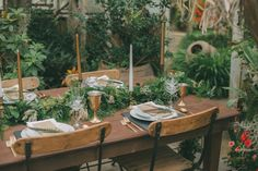 greenhouse table inspiration with gold flatware and stone chargers