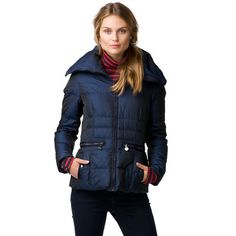 This down jacket stands out with a stylish, oversized collar. Regular fit that comes to the hips. Zippered pockets at the waist with buttoned pockets underneath. Tommy Hilfiger branding on the sleeve. Slightly waisted styling with accent seams throughout.Our model is 1.76m tall and is wearing a size S Tommy Hilfiger jacket.