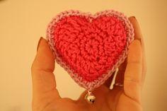 Little Stuffed Crocheted Heart tutorial by Busy fingers, busy life.