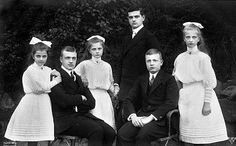 From left: Their Royal Highnesses Princess Anna Monika Pia (1903–1976), Crown Prince Georg (1893–1943), Princess Maria Alix (1901–1990), Prince Friedrich Christian (1893-1968), Prince Ernst Heinrich (1896–1971) and Princess Margarete Karola (1900-1962) of Saxony