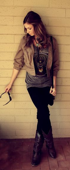 leather jacket, old favorite tee, skinnies, boots, and a necklace.