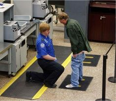 TSA loudspeakers threaten travelers with arrest for joking about security - Police State USA