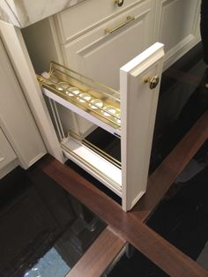 Another genius idea for organization in a narrow space between cabinets #CleverStorageUS #BlogTourMilan #salonestylesearch