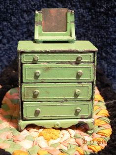 Hey, I found this really awesome Etsy listing at https://www.etsy.com/listing/196902970/vintage-1930s-die-cast-iron-tootsie-lime