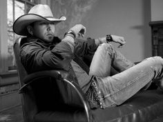 Jason Aldean, I don't think you're all that hot usually. . . but I'm a real sucker for a man in a cowboy hat.
