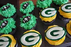 I am torturing myself by looking at these adorable Green Bay Packer Cupcakes..