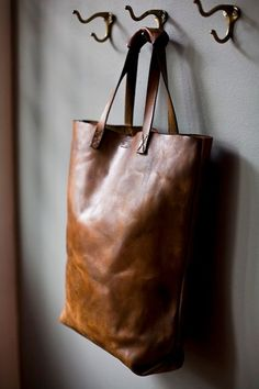simplicity of this leather tote bag