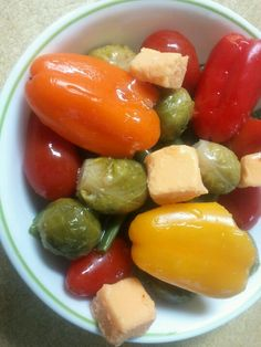 Cooked green bean base, grape tomatoes, cooked brussell sprouts, sharp cheese, baby peppers & drizzle of Italian salad dressing.