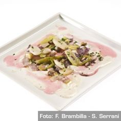 Finalmente la non pasta!  Fazzoletti della migliore verdura con puntarelle, cipolla di tropea arrostita e funghi prataioli al timo. Chef Pietro Leemann  http://www.identitagolose.it/sito/it/ricette.php?id_cat=12&id_art=998&nv_portata=25&nv_chef=&nv_chefid=&nv_congresso=