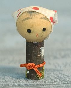 Kokeshi Japanese Wooden Doll - Tiny Ningyo Figurine
