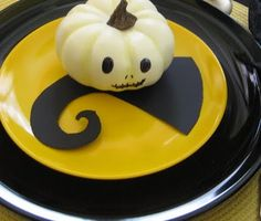 Nightmare Before Christmas inspired table-scape.  So cute!