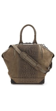 wholesaledesignerhub.com  clothier luggage for women, discounted duplicate developer sneakers low cost, developer apparel on discount sales.