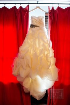 Vera Wang, Ghillian Gown verawang.com - See the wedding on #SMP here: http://www.StyleMePretty.com/2014/04/30/winter-new-york-hotel-wedding/ Photography: Glen Allsop Of Christian Oth Studio - christianothstudio.com