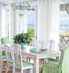 beach house dining.