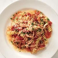 Fusilli with Chicken and Tomato Sauce