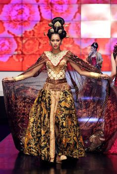 Anne Avantie in Indonesia Fashion Week 2012