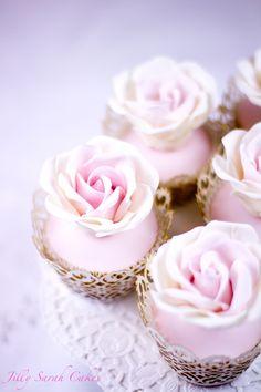 Cupcakes Flower #CupCakes #Flower #Baking.Vintage Rose Cupcakes