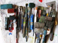 so many paintbrushes!