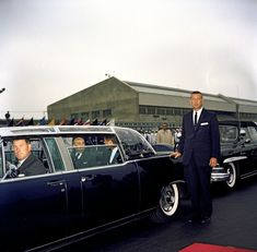 john f kennedy presidential limousine photos of 1961 lincoln conti. Black Bedroom Furniture Sets. Home Design Ideas