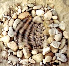 Simple beach stone fire pit with grill: http://beachblissliving.com/beach-bonfire-in-backyard-fire-pit-ideas/