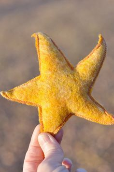CRAFT: turmeric dyes wool stars for three kings day, ornament gifts for family? [- waldorf mama] Johanna Nichols via Liana C. onto waldorf celebrations