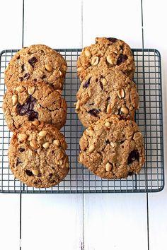 giant salted chocOlate & peanut cookies