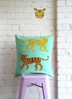 Tiger Cushion / Mint