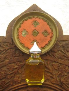 Morgaine of the Faeries Botanical Perfume, from Arabesque Aroma's Winter 2013-2014 Arthurian Scents Collection-- A sweet floral perfume with a deeper dry down of myrrh and chocolate, the botanical perfume corresponds with the element Earth, and features the essential oils of Geranium, Cacao, Bergamot, Sweet Orange, Myrrh, Frankincense and Neroli.