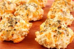 Garlic Cheddar Biscuits | OMG I Love To Cook