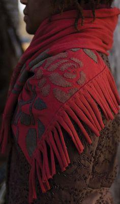 alabama chanin, organic cotton, diy rose, stitch, knit scarves, color charts, rose shawl, appliqu, diy projects