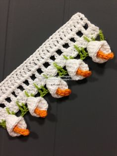 Crochet Tutorial - How to make this gorgeous calla lily edging. Detailed photos with Portuguese text that can be translated at Google Translate. But... the pictures say it all!
