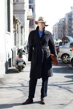 Trench-coat (Catarina de L. Morelli - 4º sem. - turma B)
