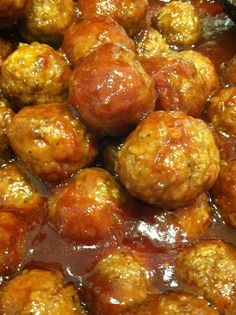 EASY COCKTAIL MEATBALLS (Chili Sauce, Grape Jelly and Frozen Meatballs)