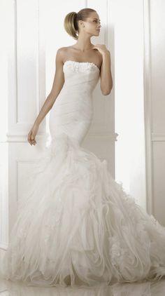 Pronovias Dreams 2015 Bridal Collection | bellethemagazine.com
