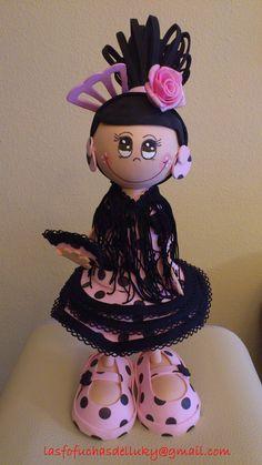 Fofucha gitana morena traje rosa y negro-frente/Fofucha doll with pink and black andalusian dress - front