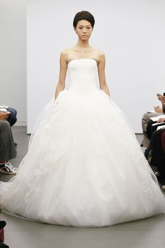 Vera Wang's Classic Fall 2013 Bridal Collection